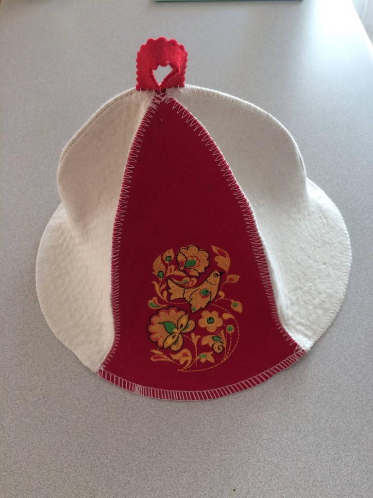 шапка в подарок