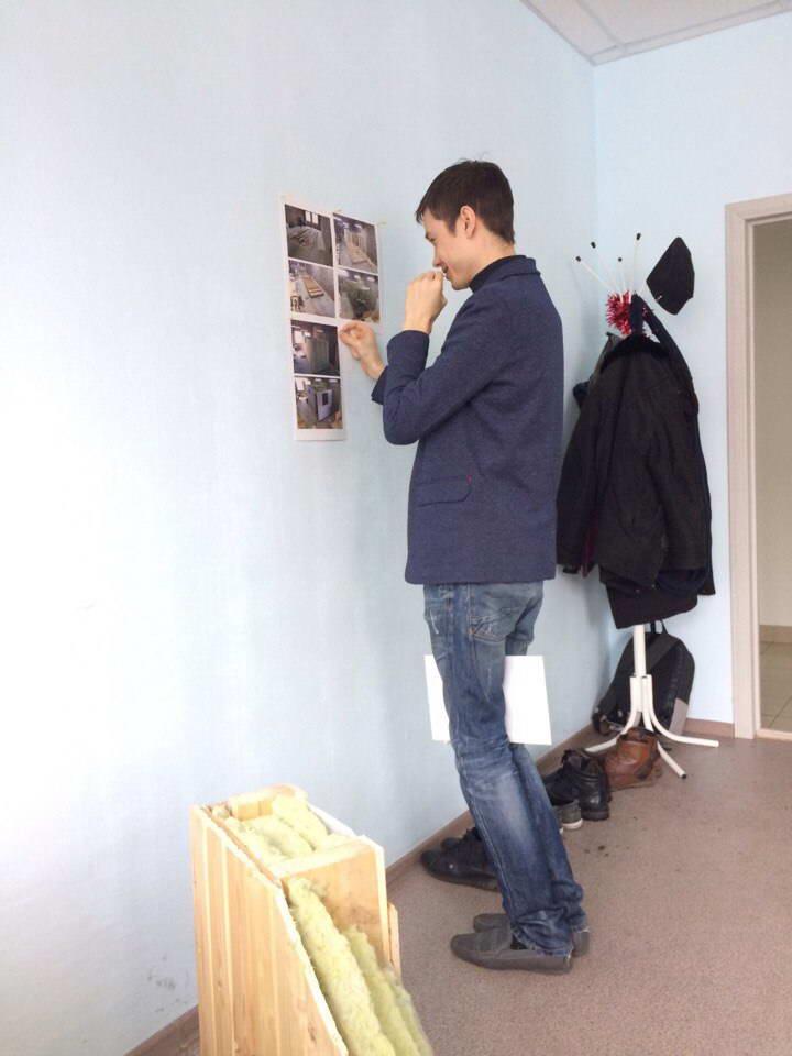 вешаем листки на стену